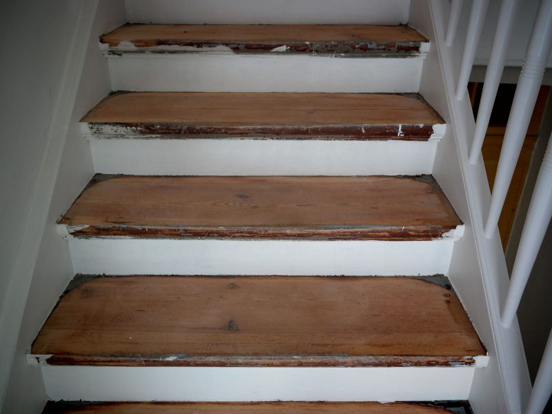 Alte Holztreppe teilweise geschliffen